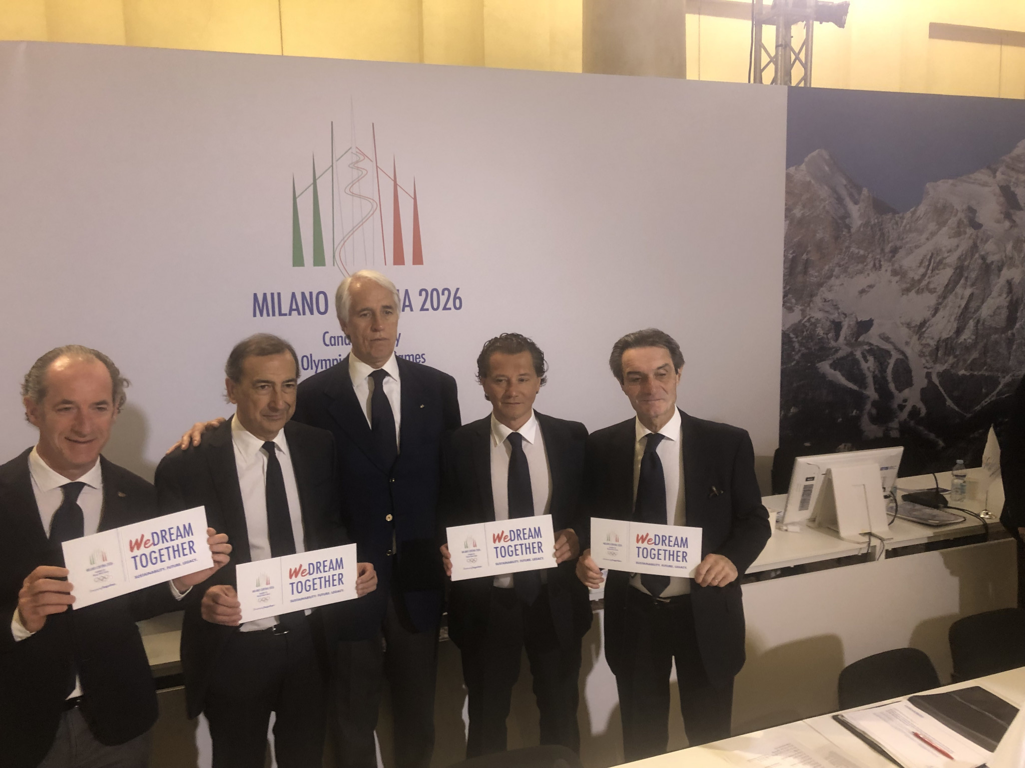 Italian National Olympic Committee President Giovanni Malagò, centre, is confident an IOC-commissioned poll to be published tomorrow will demonstrate how much support Milan Cortina 2026 has ©ITG