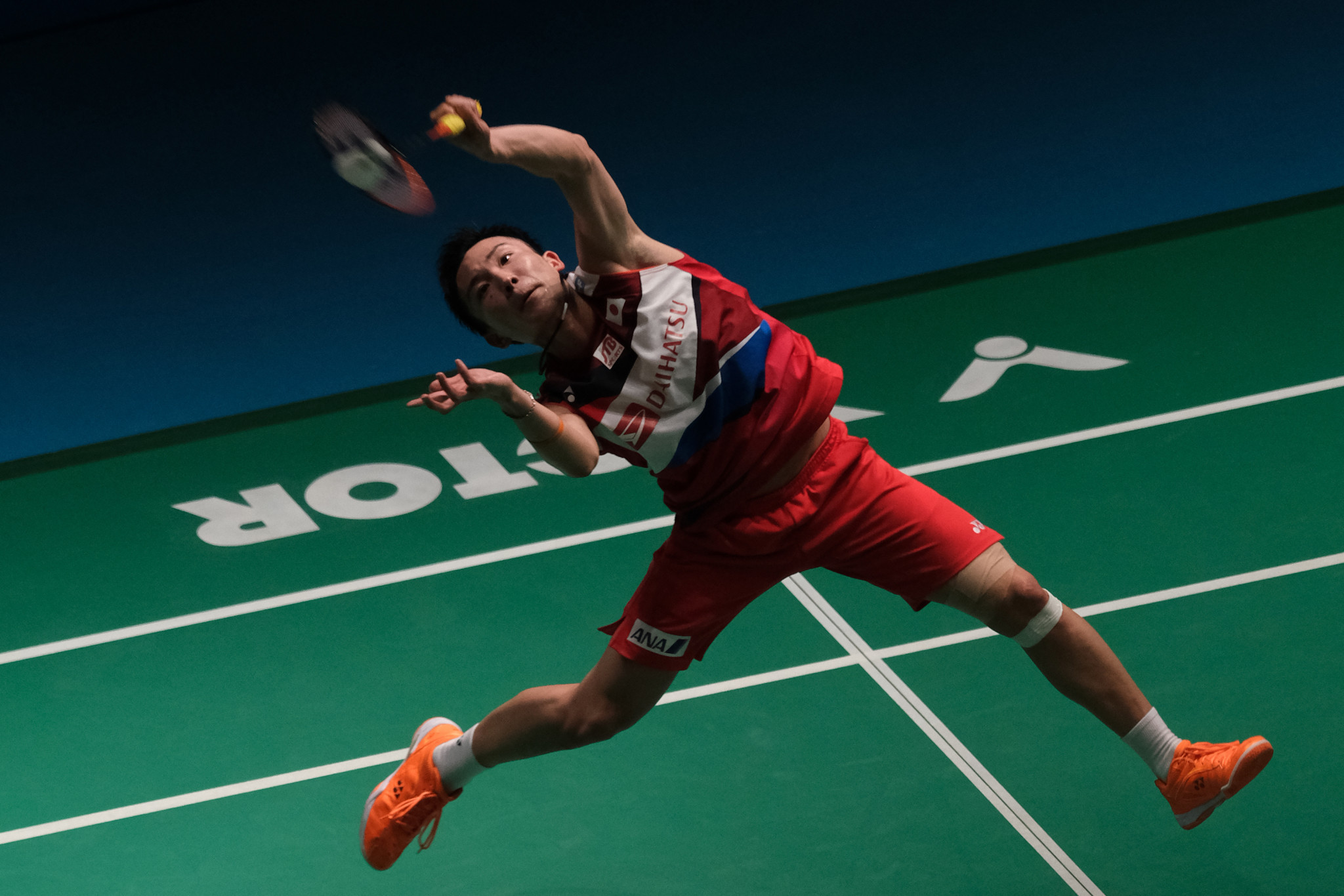 Japan's world number one Kento Momota came through a close first round match at the BWF Singapore Open ©Getty Images