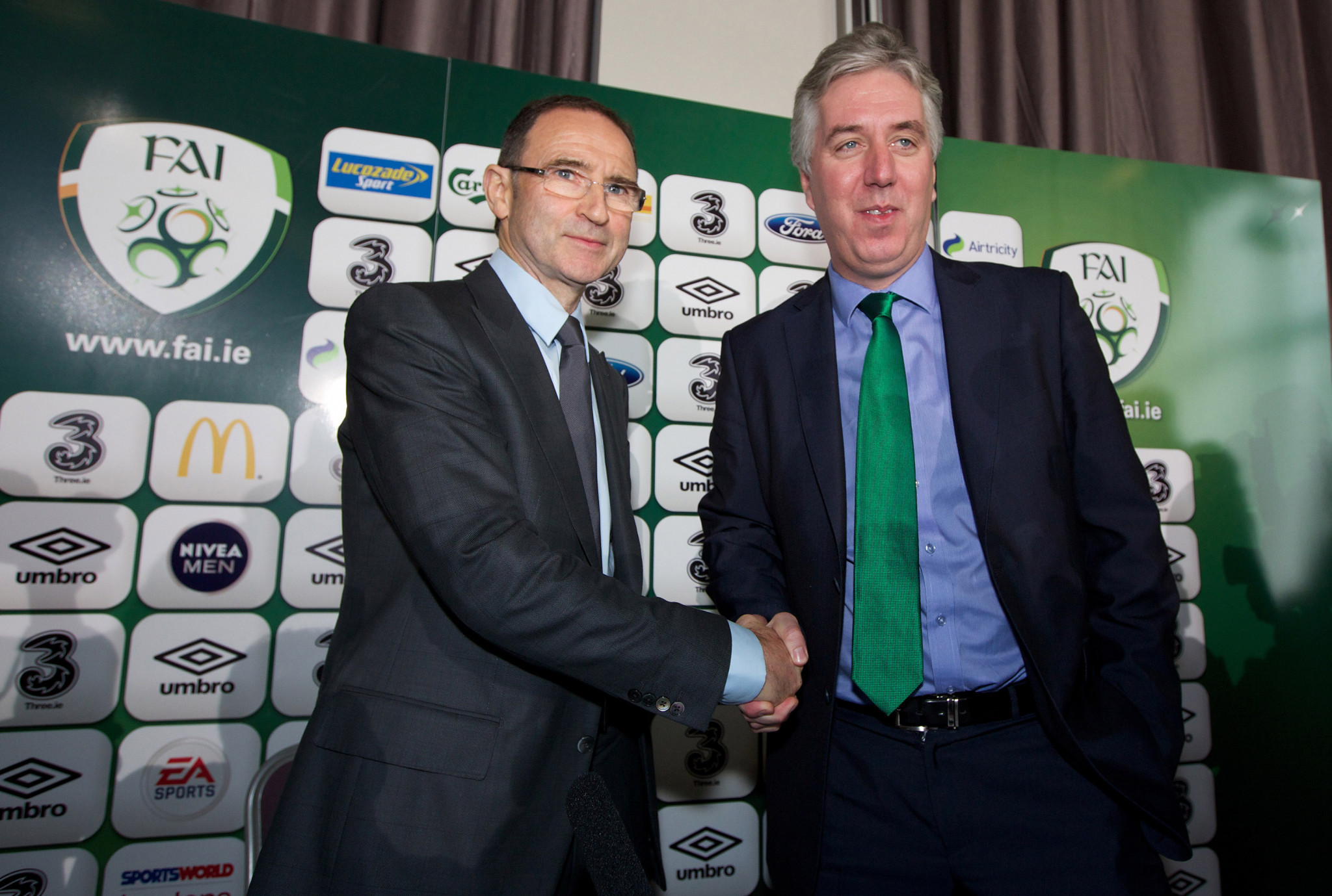 John Delaney, former chief executive of the FAI, shaking hands with newly appointed Ireland manager Martin O'Neill in 2013 ©Getty Images