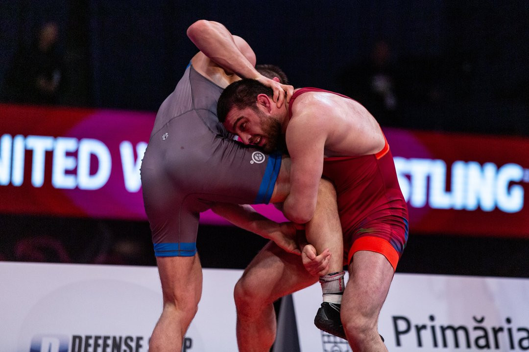Azerbaijan's Sharif Sharifov won the 92kg gold medal with a 9-1 win over Poland's Zbigniew Baranowski ©UWW