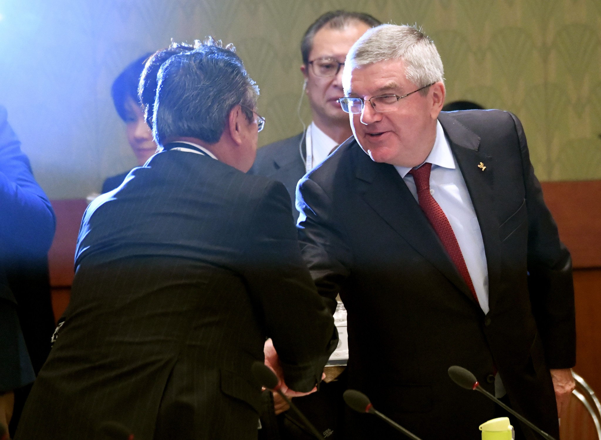 Japan's Olympics Minister Yoshitaka Sakurada meets IOC President Thomas Bach during a meeting in Tokyo ©Getty Images