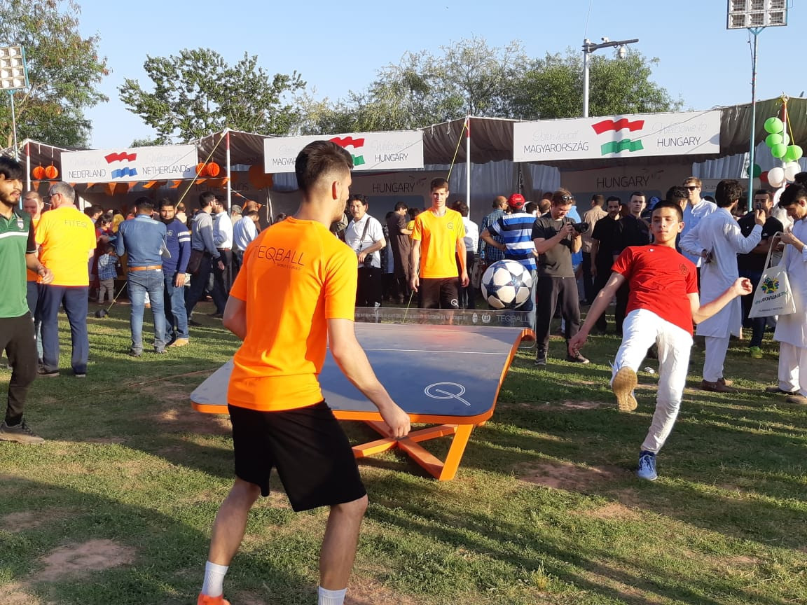 The Embassy of Hungary helped organise a demonstration of teqball in Islamabad ©Embassy of Hungary