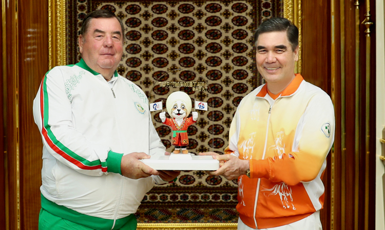 FIAS President Vasily Shestakov, left, met Turkmenistan President Gurbanguly Berdimuhamedow in Ashgabat after the city was awarded the 2020 World Sambo Championships ©FIAS