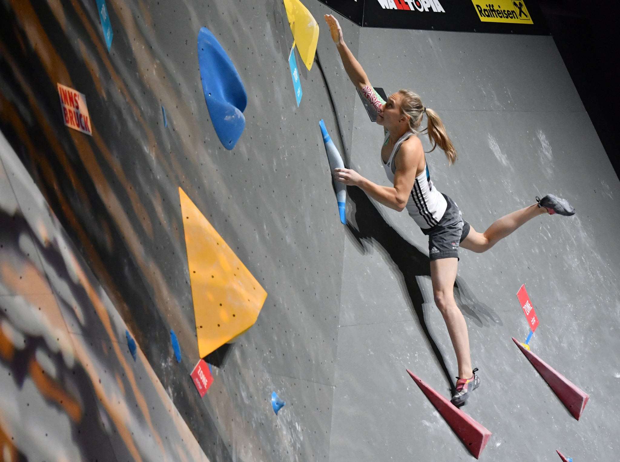 Slovenian athletes top women's and men's bouldering qualification at IFSC Climbing World Cup