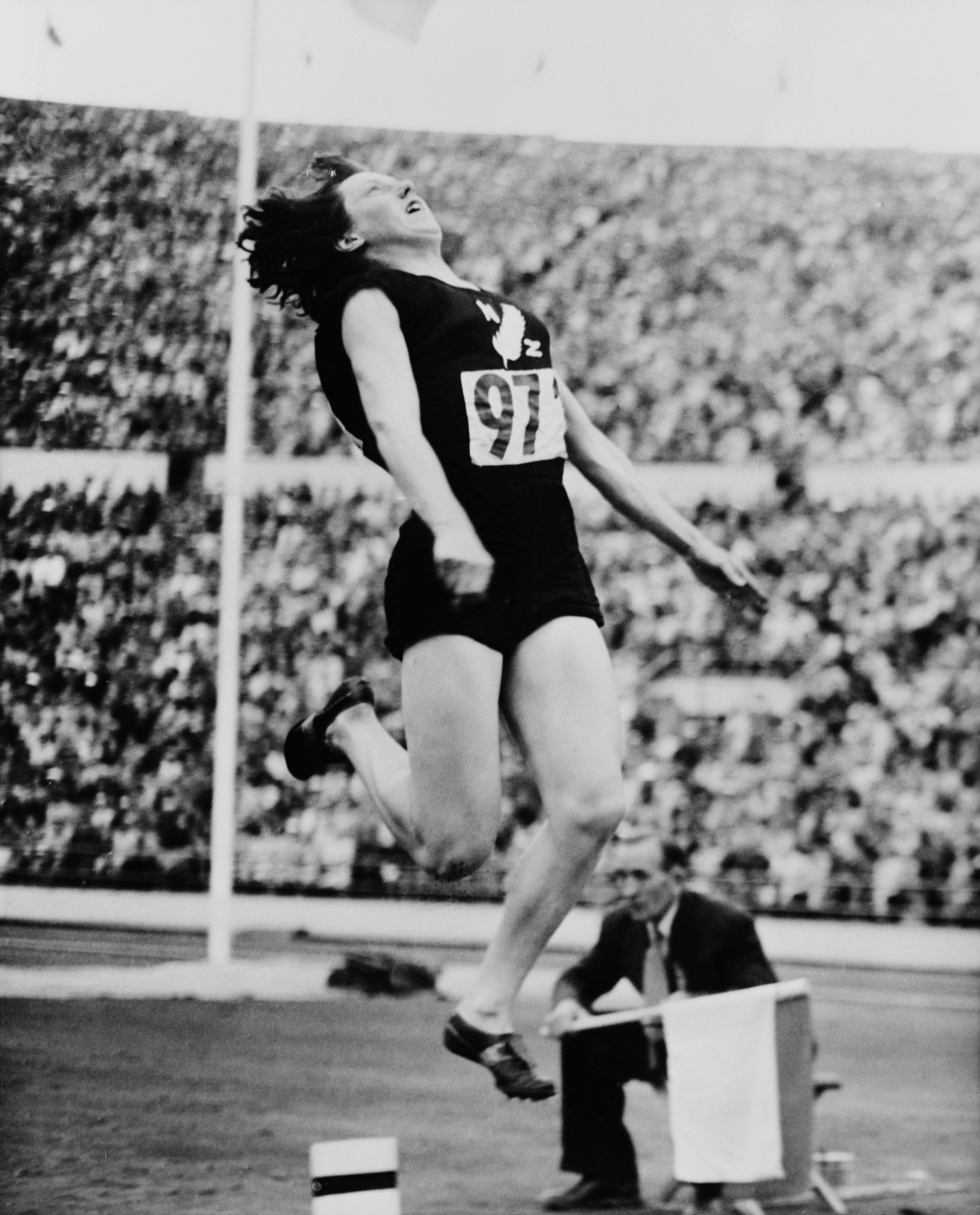 New Zealand's Yvette Williams, who dramatically won the long jump gold medal at the 1952 Olympic Games in Helsinki, has died at the age of 89 ©Getty Images