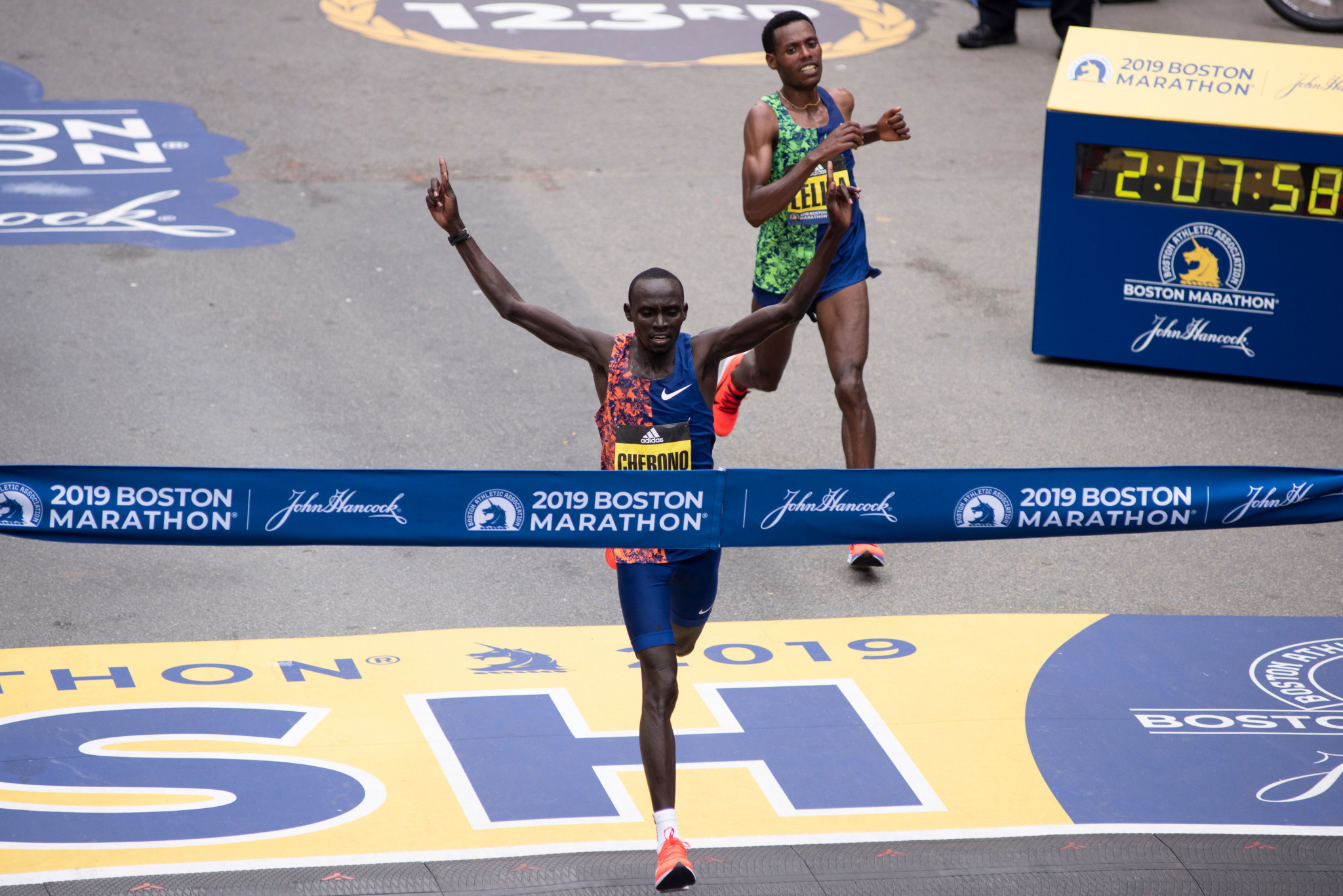 Kenya's Lawrence Cherono wins the Boston Marathon men's title by two seconds from Ethiopia's Lelisa Desisa ©Getty Images