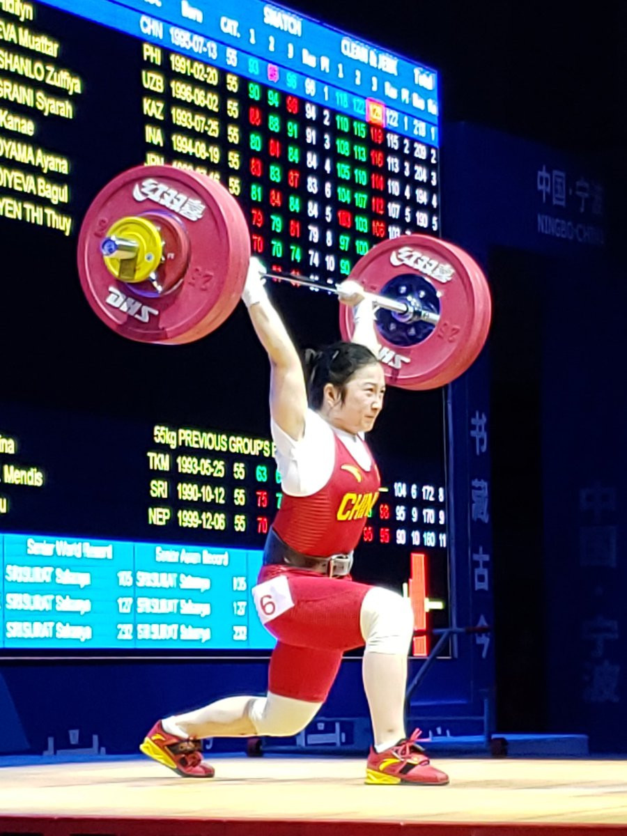 China's Liao Qiuyun broke the clean and jerk world record en route to claiming the women's 55 kilograms crown ©Reiko Kato Chinen/Twitter