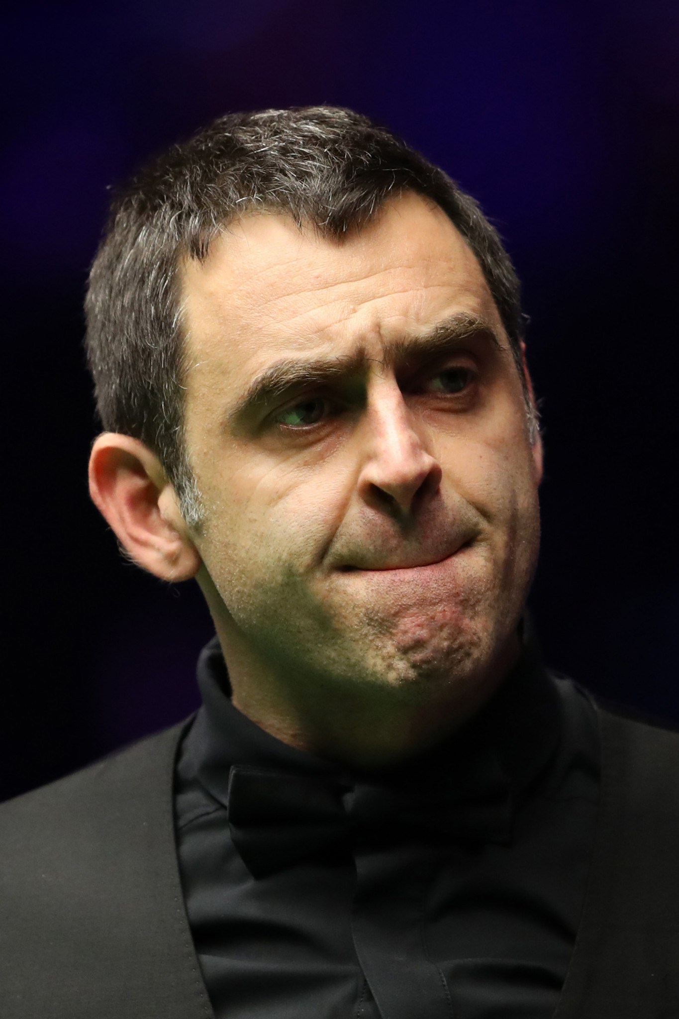 O'Sullivan trails amateur Cahill at World Snooker Championship