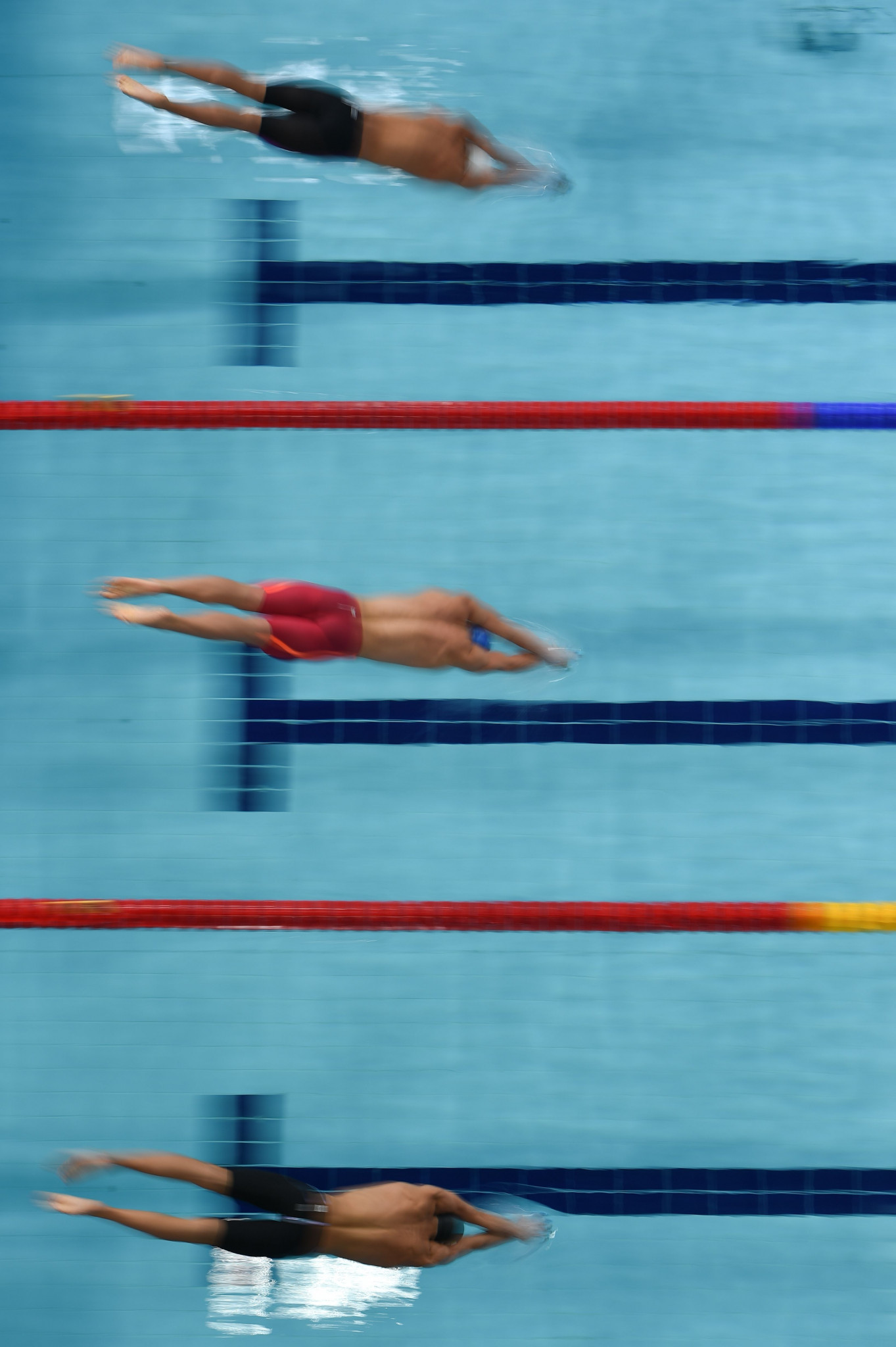 Andrea Vergani, top, finished third in the 50 metres freestyle at the 2018 European Championships in Glasgow ©Getty Images