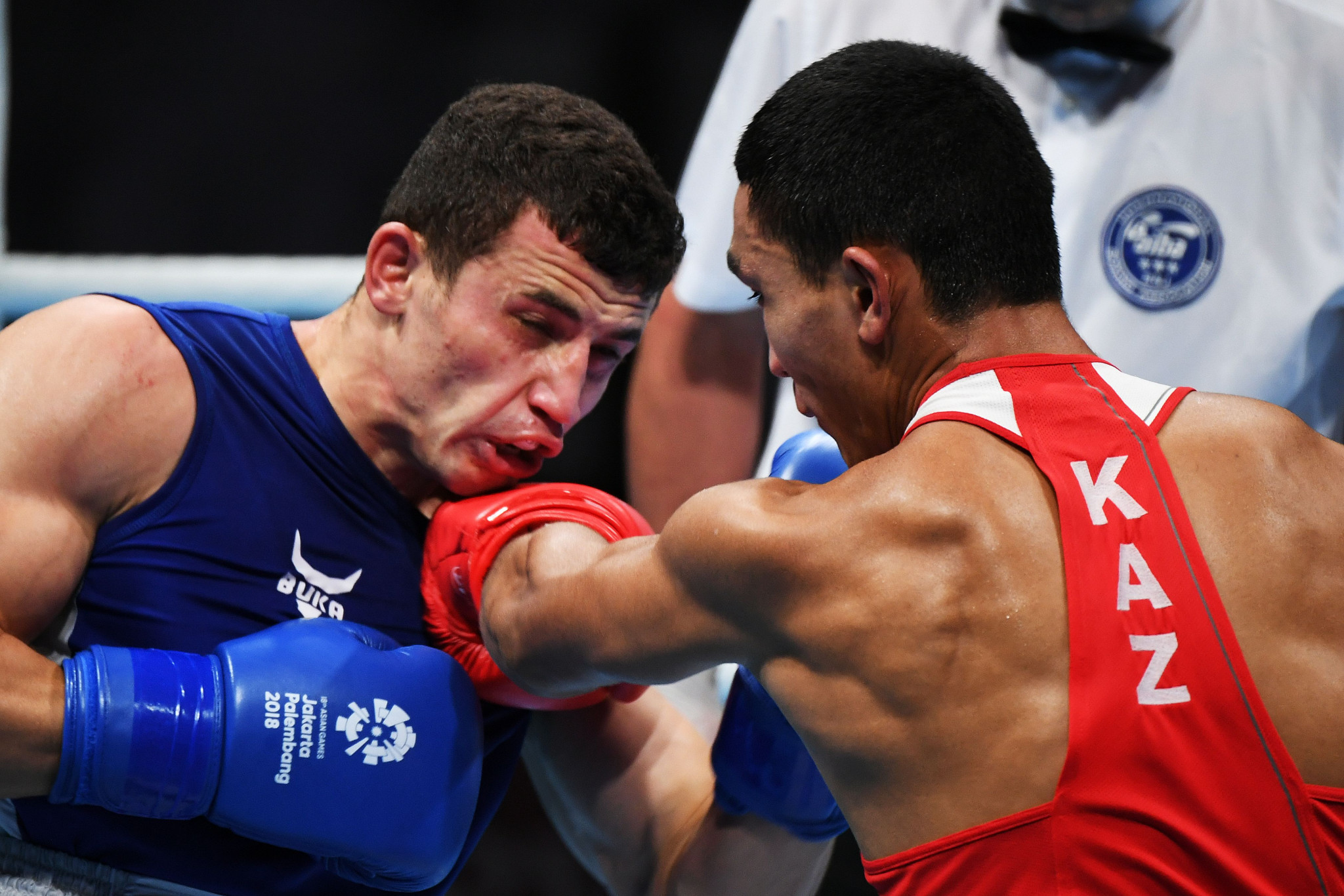 Defending champion Israil Madrimov, left, crashed out of the middleweight division after he suffered defeat to Tursynbay Kulakhmet of Kazakhstan ©Getty Images