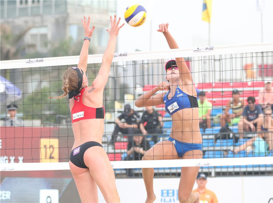 Xue Chen and Wang Xinxin of China claimed a scalp in the women's draw as the overcame Sanne Keizer and Madelein Meppelink of the Netherlands ©FIVB