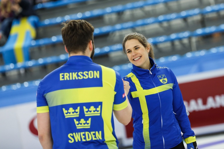 Sweden won the World Mixed Doubles title for the first time in Stavanger, beating Canada 6-5 ©World Curling