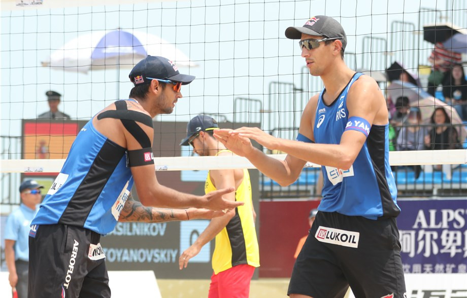 Russia's Viacheslav Krasilnikov and Oleg Stoyanovskiy were the victors in the men's final in Xiamen ©FIVB