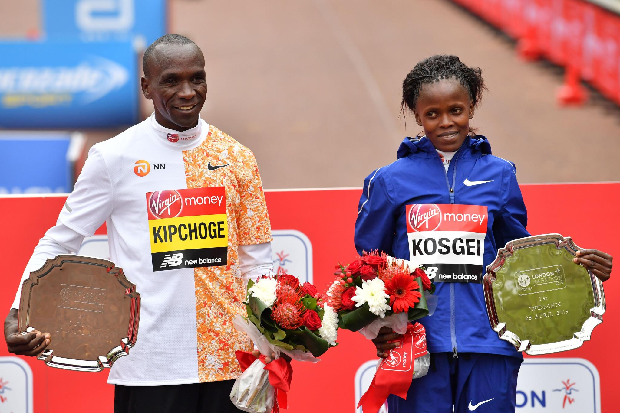 Kenyan double in elite races as thousands tackle London Marathon course