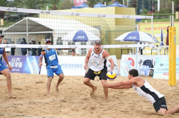 The FIVB Beach Volleyball World Tour event at Port Dickson in Malaysia, which starts tomorrow, could offer Brazil's Alison Cerutti and Alvaro Filho, pictured, a qualifying spot for this season's World Championships ©FIVB