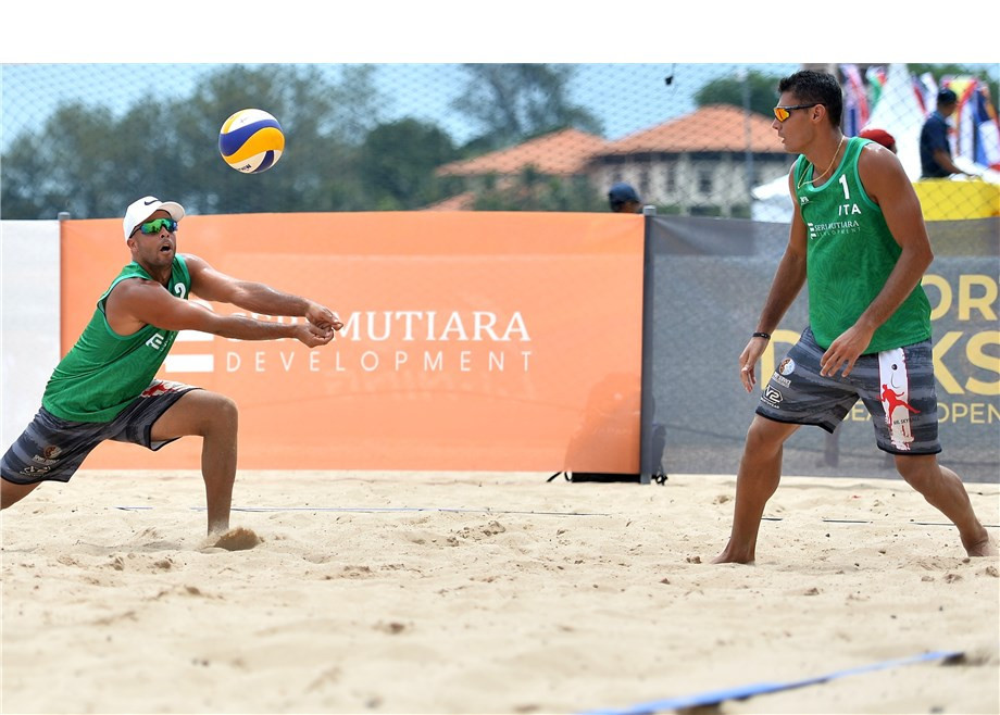 Italy's Enrico Rossi and Adrian Carambula progressed to the main round of the FIVB  Beach World Tour in Kuala Lumpur ©FIVB