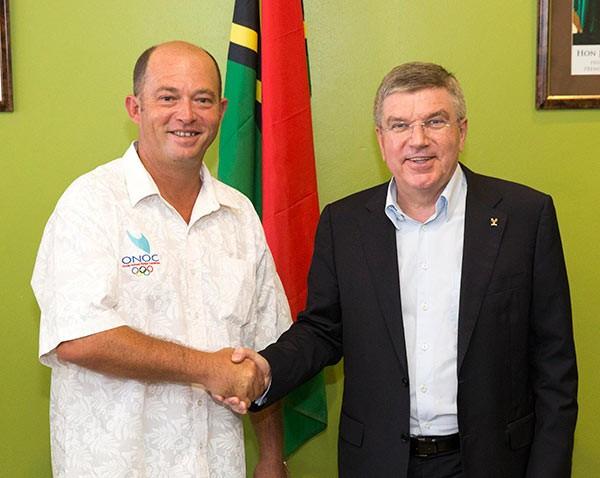 Thomas Bach meeting VASANOC President Antoine Boudier at the NOC headquarters ©IOC/Ian Jones