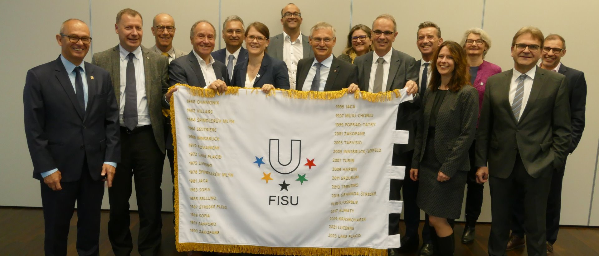 The International University Sports Federation flag has been handed over to Lucerne 2021 ©Lucerne 2021