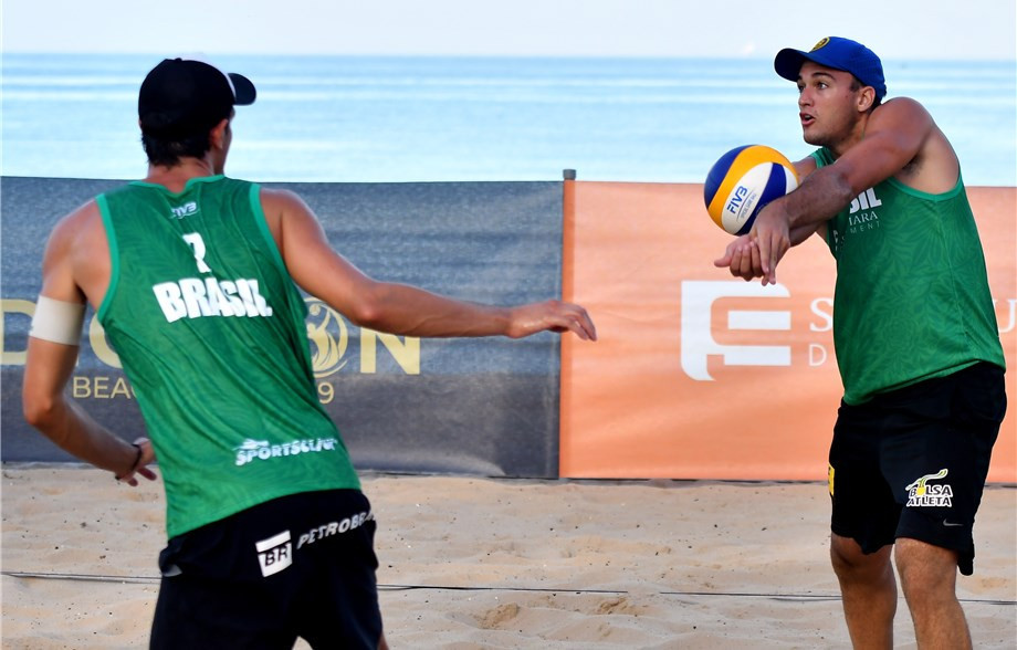 Brazil's top seeds Andre Loyola Stein and George Souto Maior Wanderley won their pool with a flourish today in the Port Dickson Beach Open ©FIVB