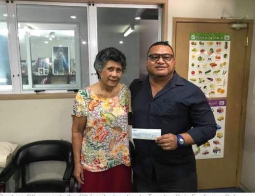 Beatrice Ott presents a cheque for $100,000 to  Tagaloa Su'a Faafouina Su'a, director of sponsorship for the Samoa 2019 Pacific Games ©Samoa 2019