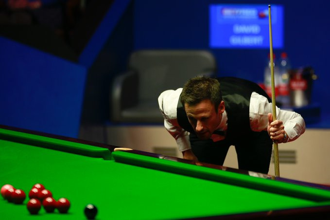 Higgins cuts Gilbert's lead in semi-final of World Snooker Championship