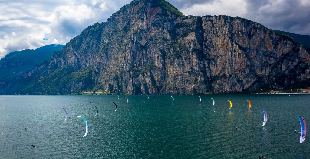 Defending champions retain lead at Formula Kite World Championships with one day to go