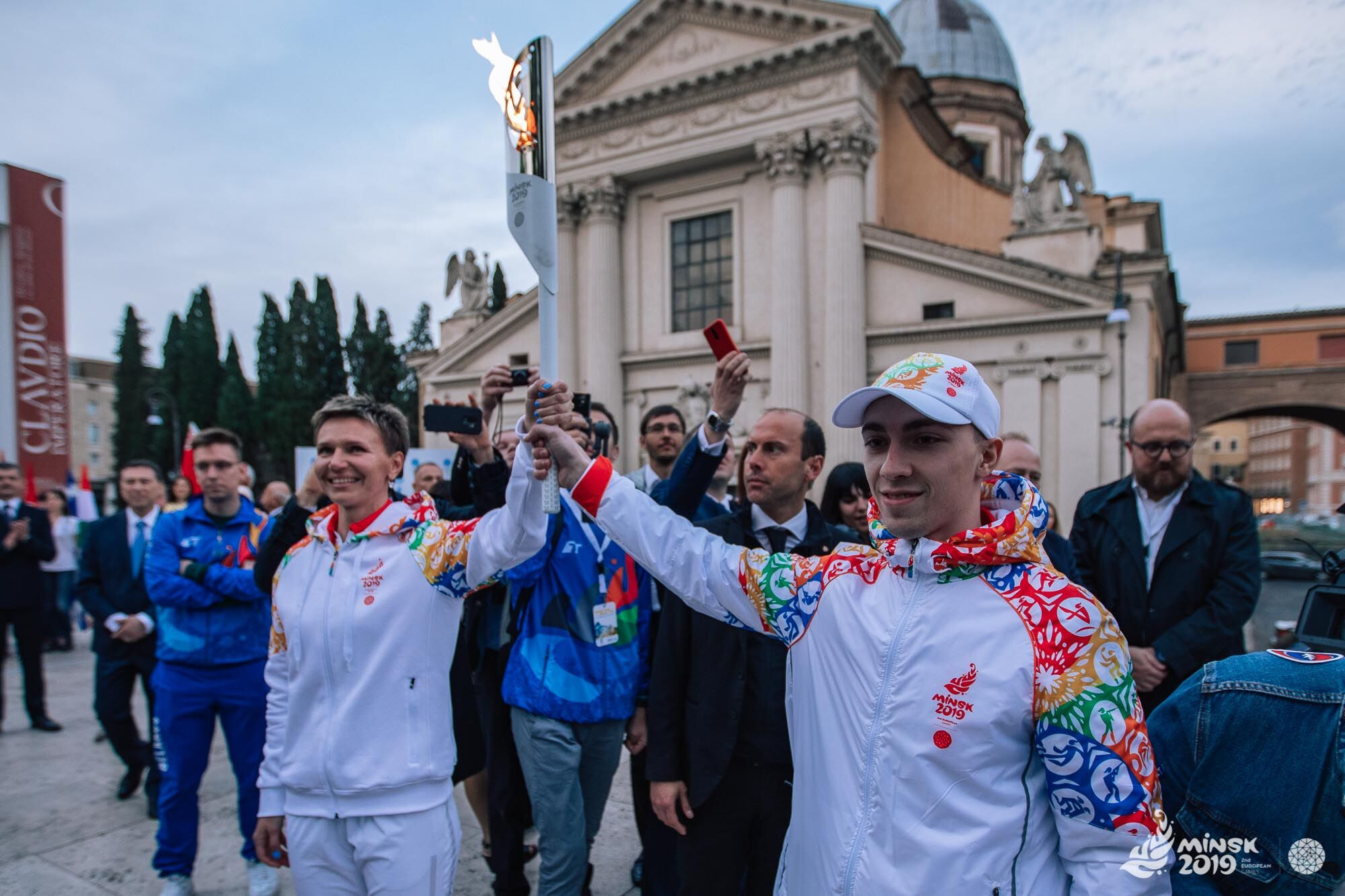 Yulia Nesterenko and Uladzislau Hancharou play their part in promoting Minsk 2019 ©Minsk 2019