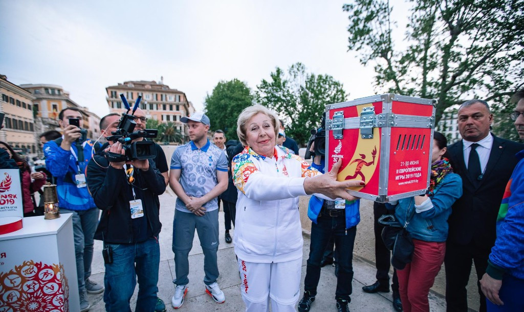 Fencer Alena Belova, a revered figure in Belarus sport from the Soviet era, was another participant in the Relay of Peace ©Minsk 2019