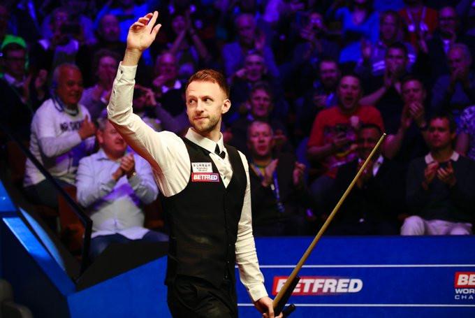 Trump seizes control of World Snooker Championship final against Higgins