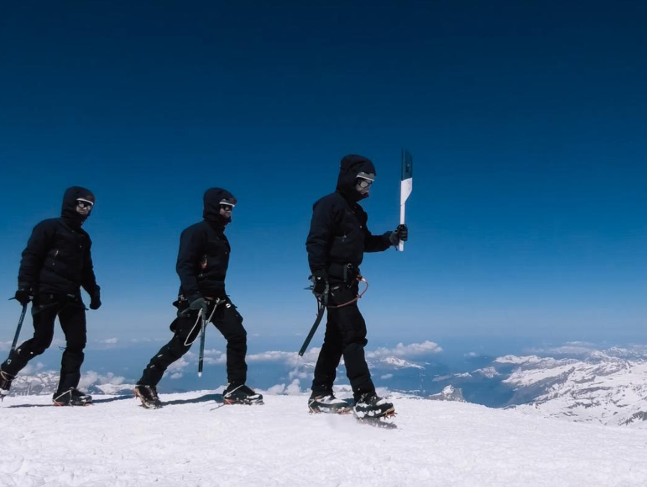 Climbers encountered tough conditions on their journey to the summit of Mont Blanc ©Minsk 2019