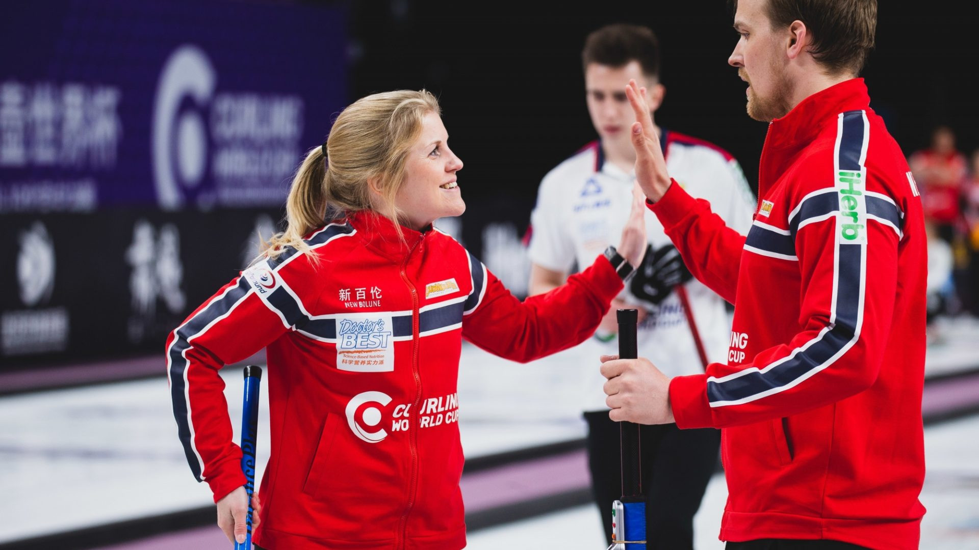 Norway's Magnus Nedregotten and Kristen Skaslien built on their fine victory on day on by producing a controlled display to beat Russia's Maria Komarova and Daniil Goriachev  ©World Curling Federation