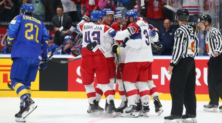 Czech Republic fight back to beat defending champions Sweden at IIHF World Championship