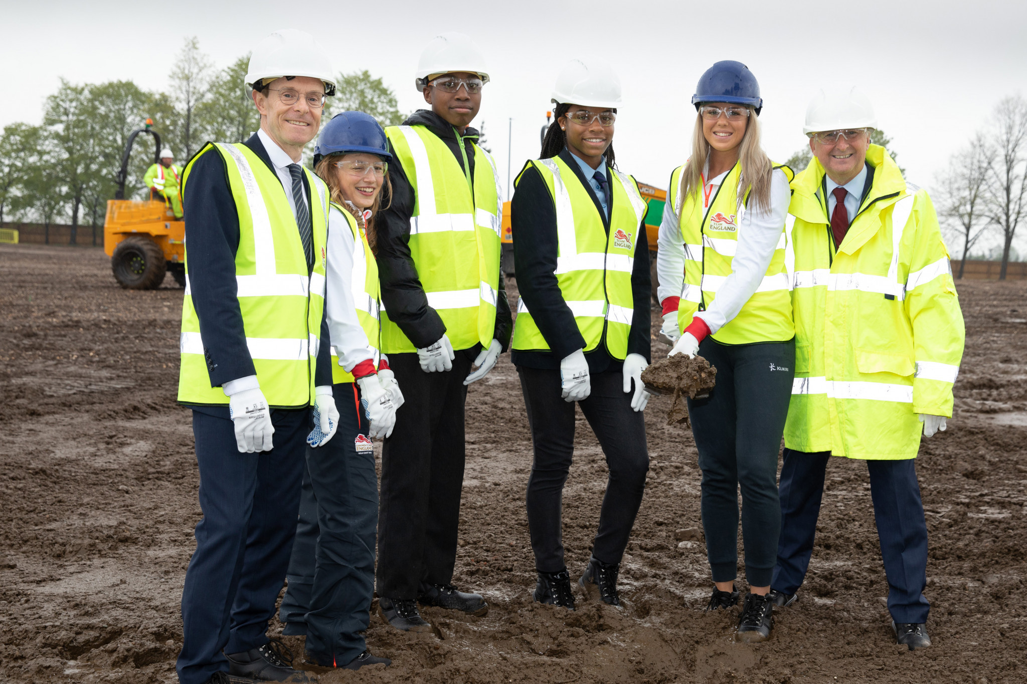 The Birmingham 2022 ground-breaking ceremony was attended by Birmingham City Council Leader Ian Ward, Mayor of the West Midlands Andy Street, Team England athletes Katrina Hart and Katie Stainton and local schoolchildren ©Birmingham 2022
