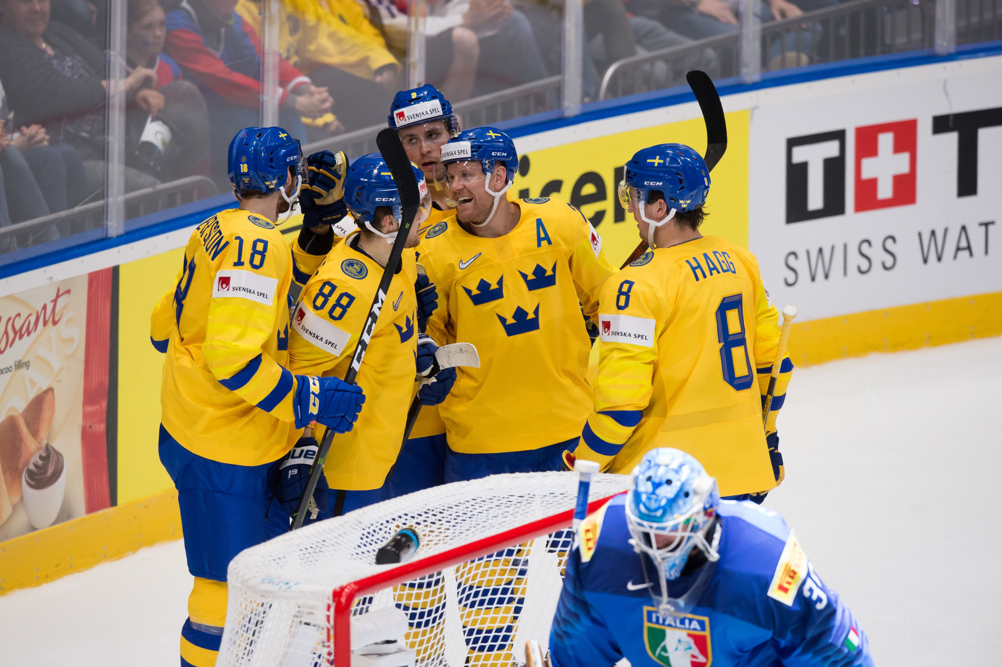 Sweden celebrated an impressive 8-0 win over Italy ©Getty Images
