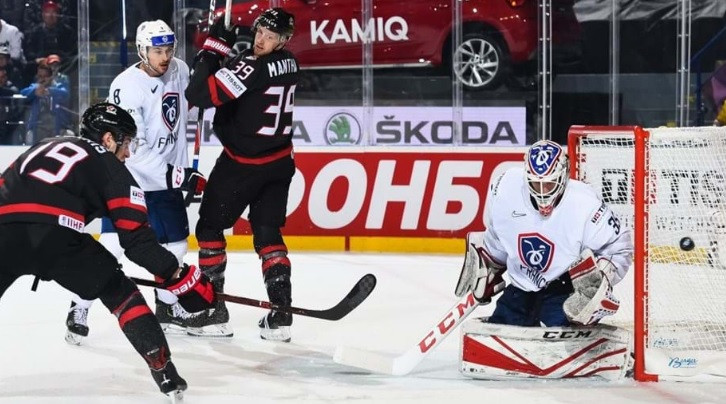 Canada won their third straight game with a 5-2 success against France in Group A ©IIHF