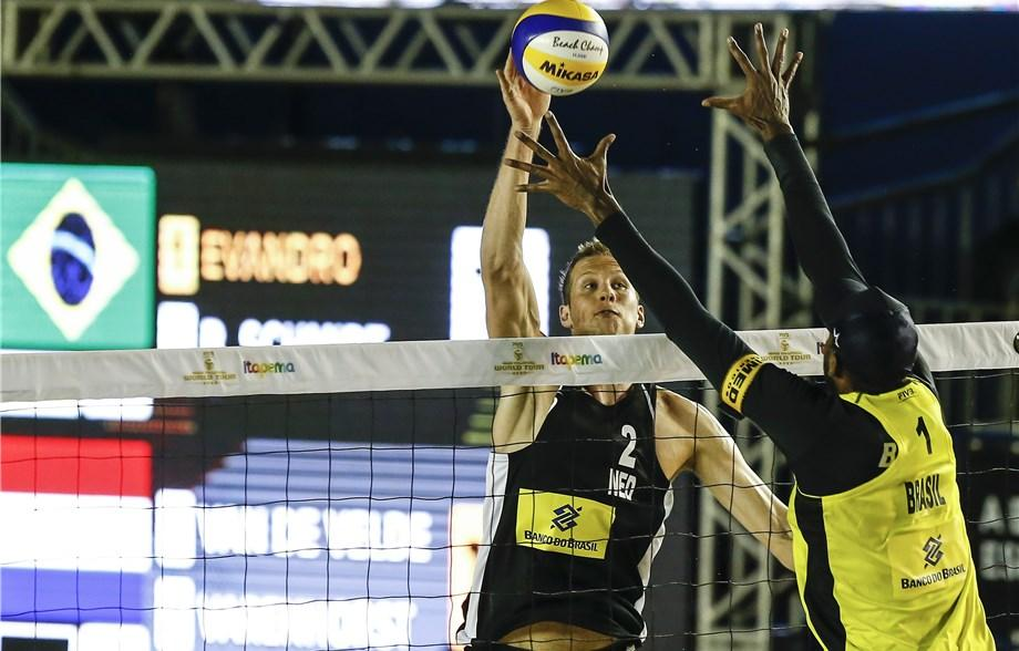 Christiaan Varenhorst and Steven van de Velde earned two victories over Brazilian teams today ©FIVB