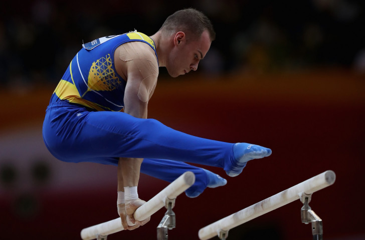 Oleg Verniaiev, Ukraine's Rio 2016 parallel bars champion, applauded the routine put together by China's 21-year-old Zou Jingyuan as he won the world title in Doha last year ©Getty Images
