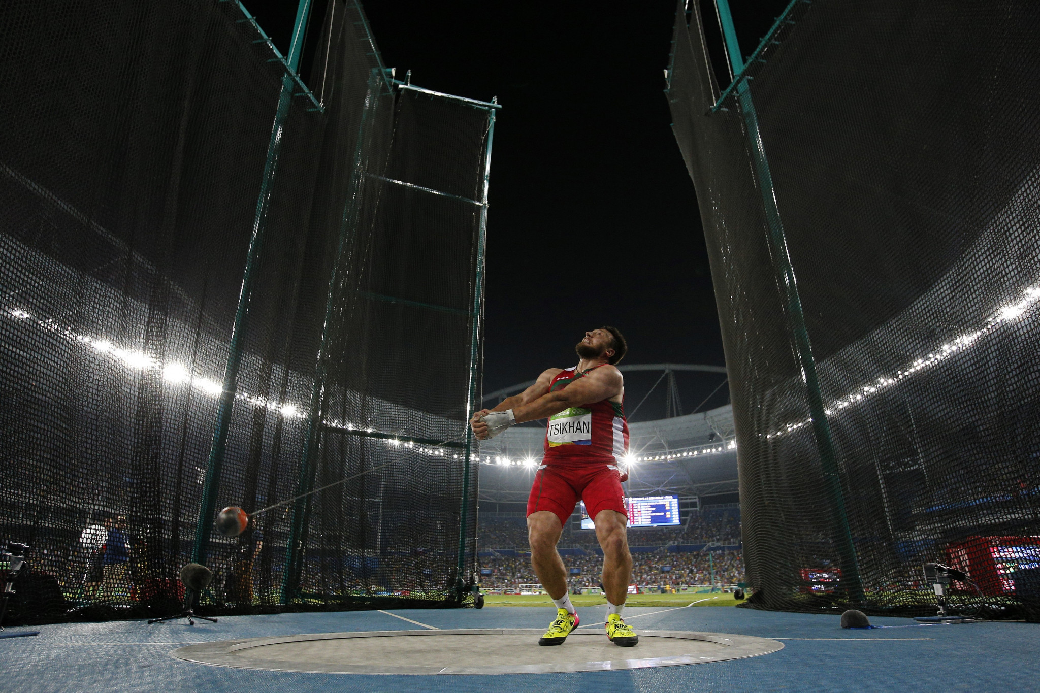 Ivan Tsikhan prepares to launch the hammer at Tokyo 2020 ©Getty Images