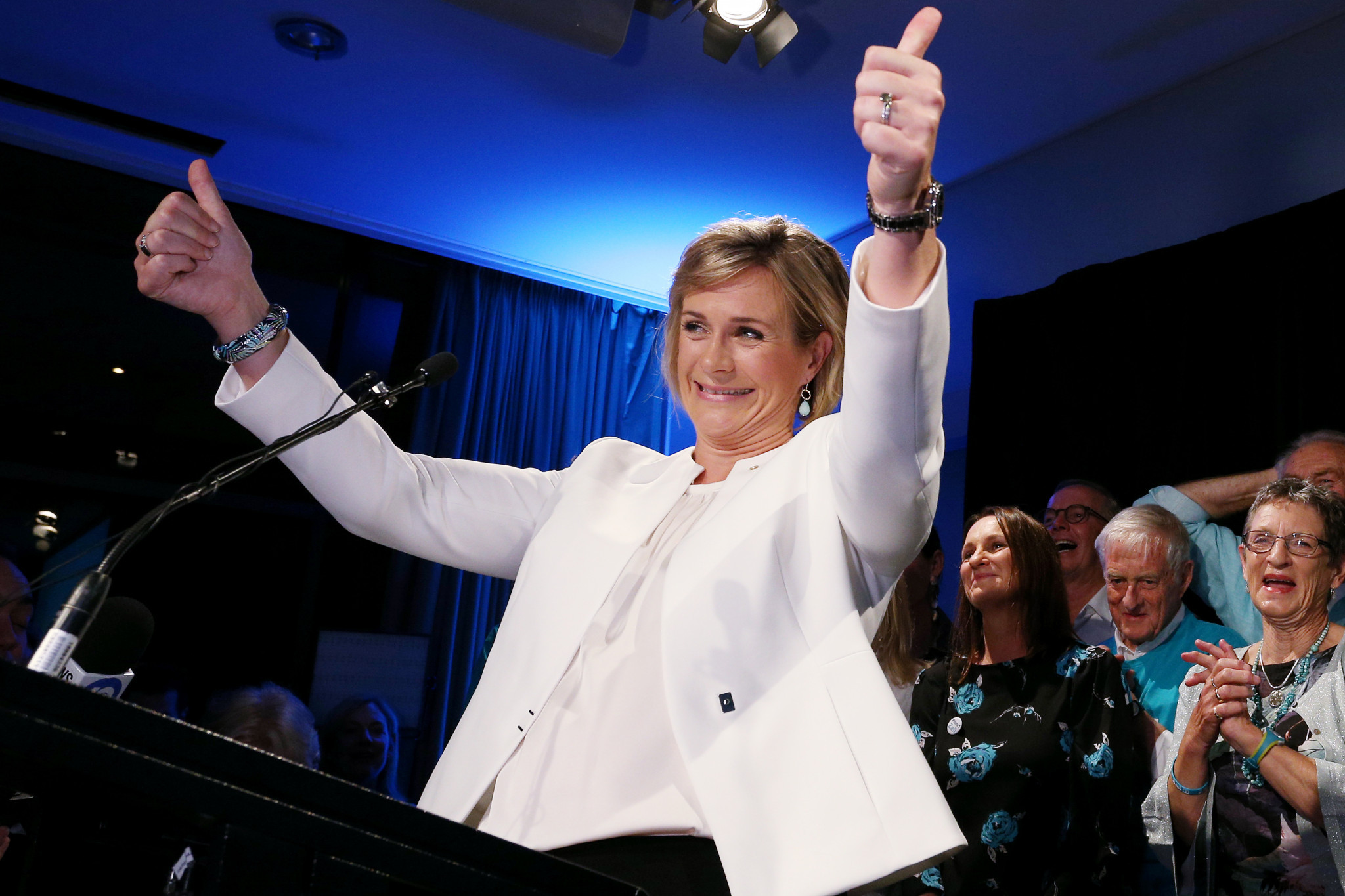 Zali Steggall celebrates unseating former Prime Minster Tony Abbott ©Getty Images