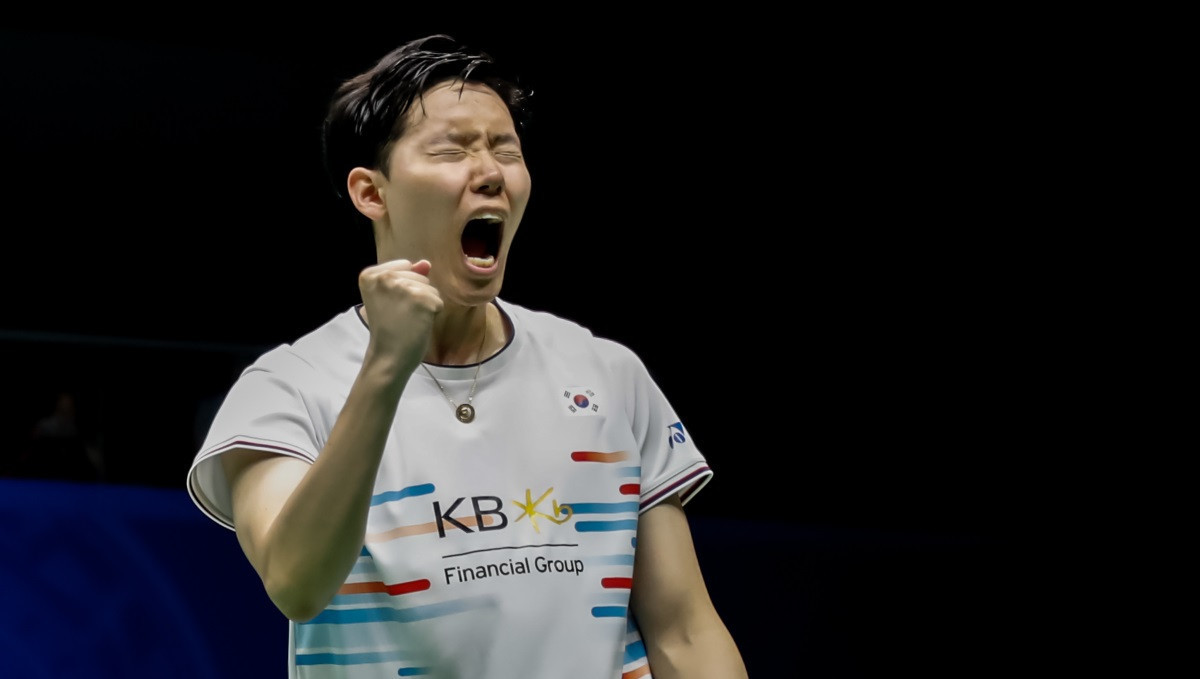 Seo Seung Jae celebrates the crucial winning point that earned defending Sudirman Cup champions South Korea a mixed doubles win and an overall 3-2 victory in their final group match against Chinese Taipei ©BWF
