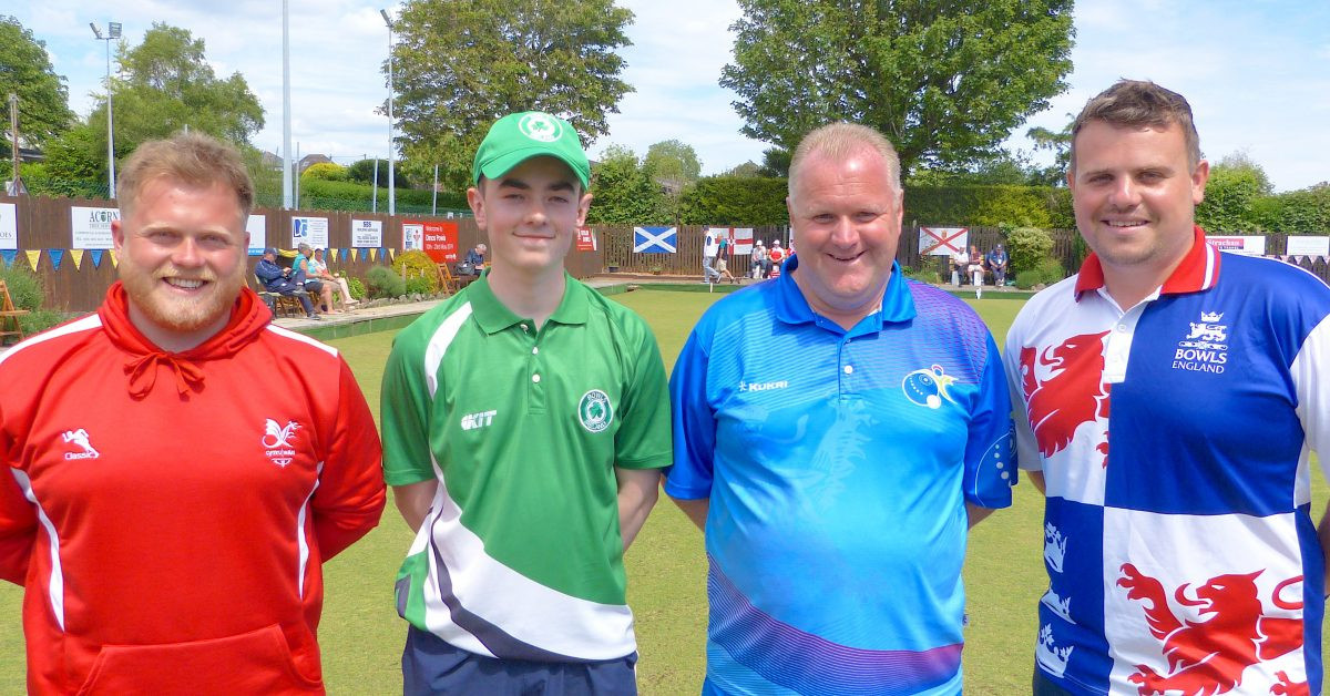 England's Jamie Walker, right, and Scotland's Darren Burnett, third from left, will meet in tomorrow's men's singles final after coming through their last four-encounters at the World Bowls Atlantic Championships in Cardiff ©World Bowls