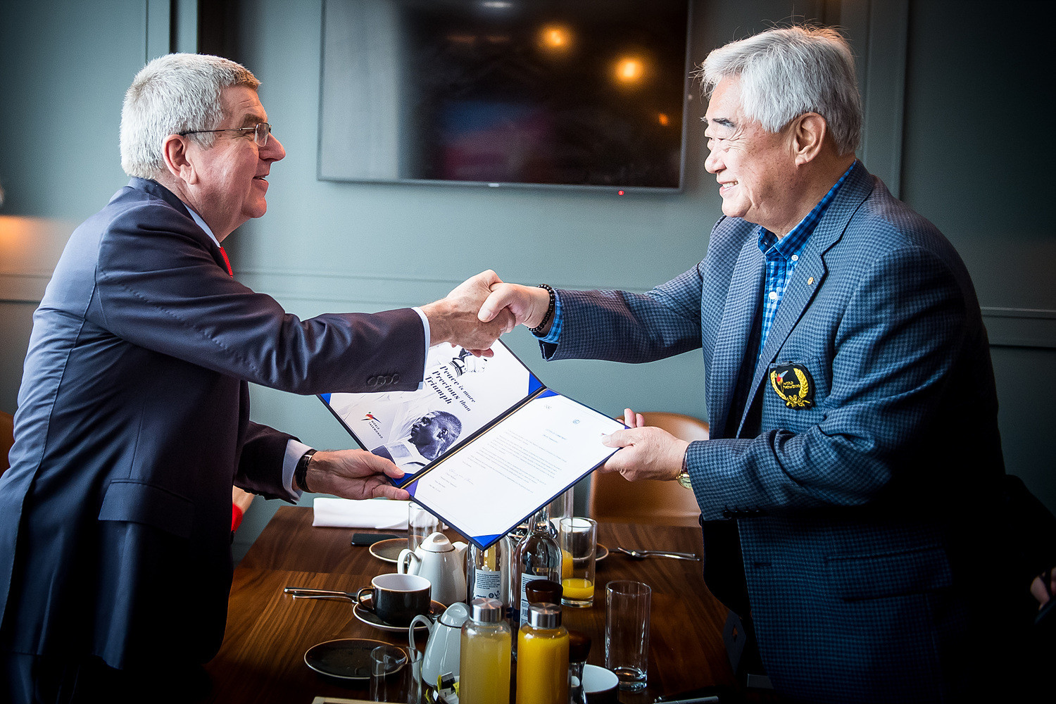 World Taekwondo President Choue joins Bach to sign environment pledge