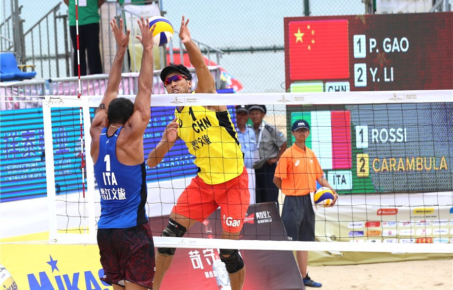 Italy's Enrico Rossi and Adrian Ignacio Carambula Raurich upset the home crowd by beating China's top pair ©FIVB