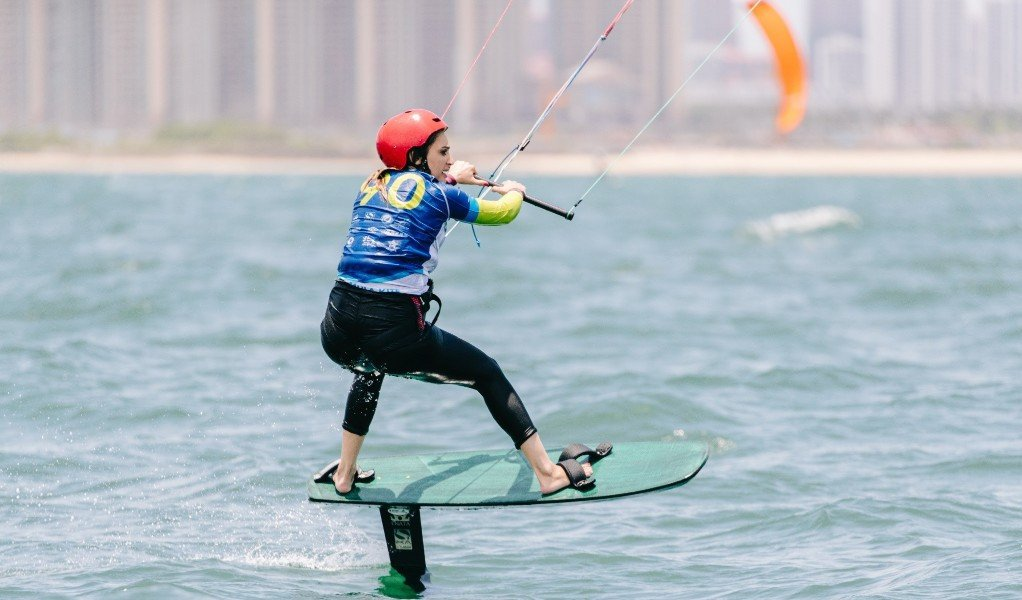 Ginyol and Jantawan lead at Formula Kite Asian Championships as lack of wind frustrates