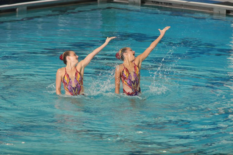 Anita Alvarez and Lindi Schroeder of the United States won bronze in the free duet event of the FINA Artistic Swimming World Series in Greensboro ©FINA
