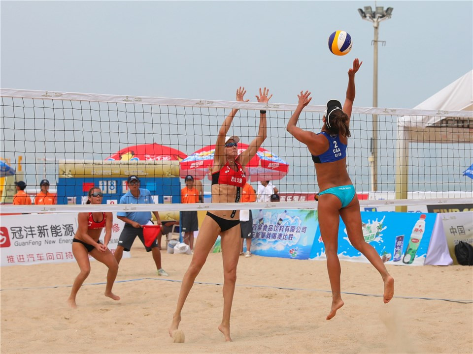 Americans Brooke Sweat and Kerri Walsh Jennings have not dropped a set on their way to the women's last four ©FIVB