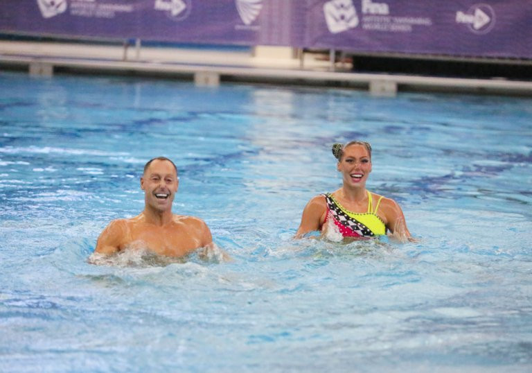 American pair please home crowd with gold at FINA Artistic Swimming World Series