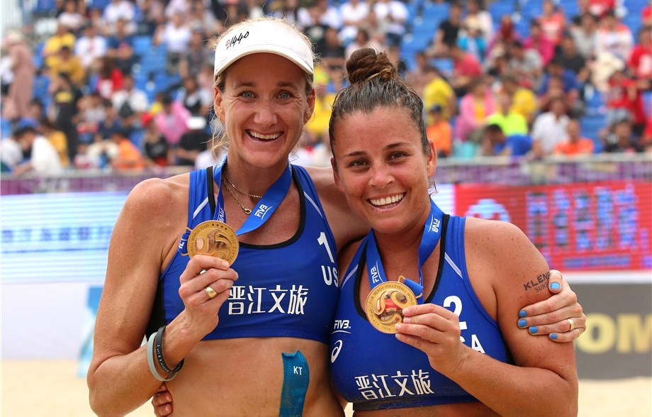 Kerri Walsh Jennings and Brooke Sweat won the Jinjiang Open ©FIVB