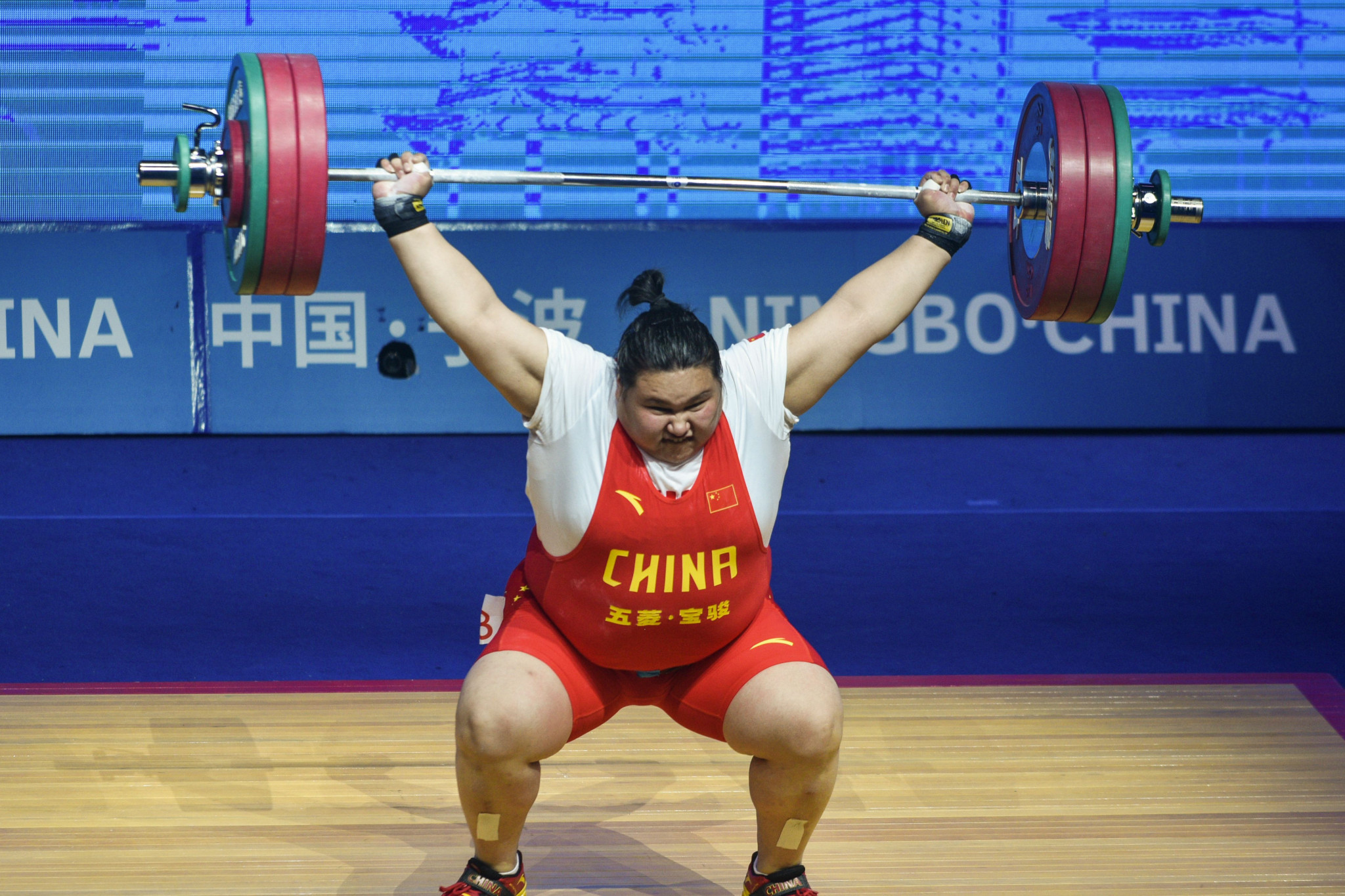 Li Wenwen competes at the Asian Weightlifting Championships ©Getty Images