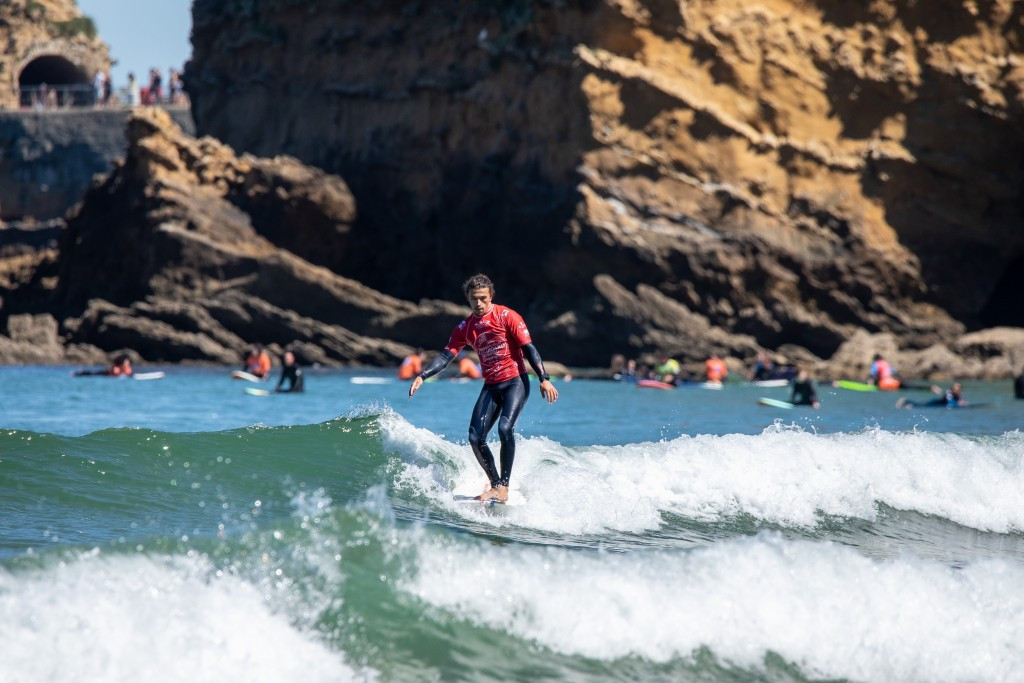 Edouard Delpero's final effort sealed gold for the hosts at the ISA World Longboard Surfing Championships ©ISA